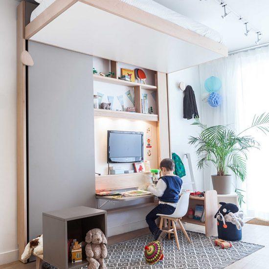 Un lit, un bureau et une bibliothèque : ebd Up Campus, le lit mezzanine malin.