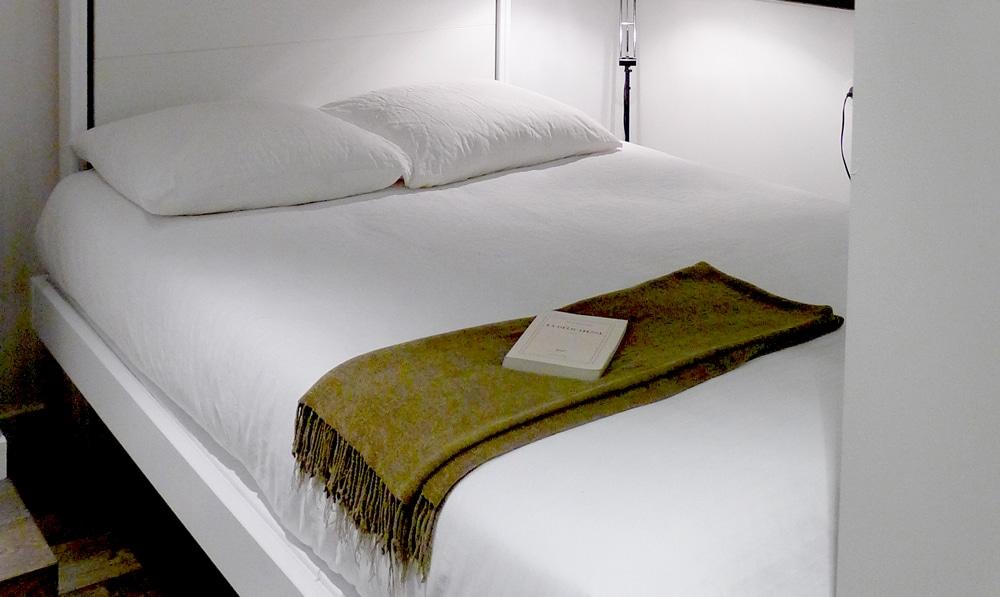 lit escamotable cannes le lit escamotable ou comment gagner de la place with lit escamotable. Black Bedroom Furniture Sets. Home Design Ideas
