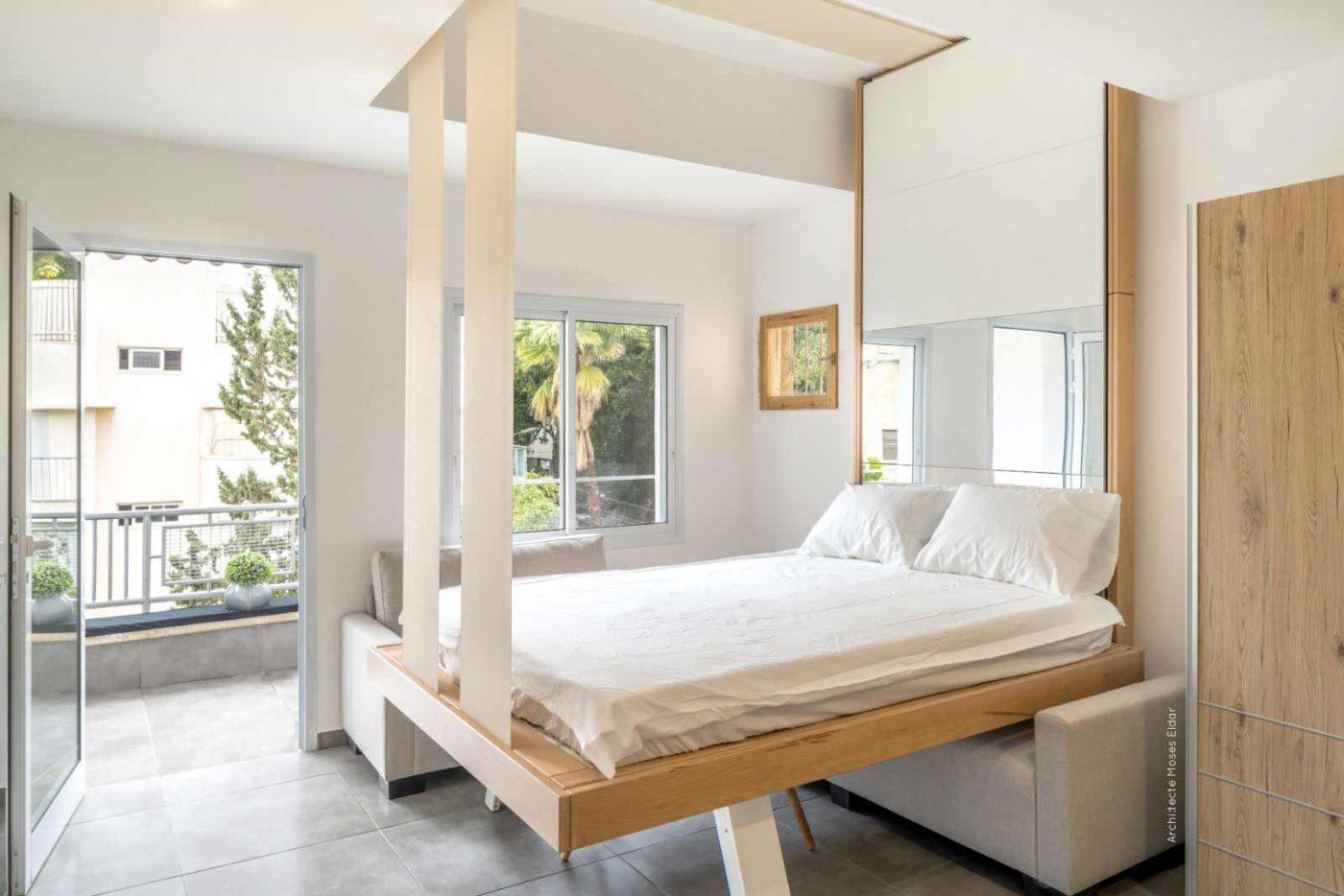 Le lit escamotable bedUp Cocoon grimpe et disparait au plafond.