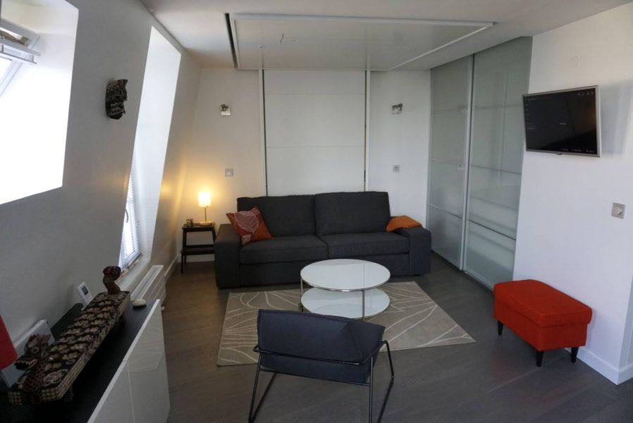 Lit au plafond bedUp Cocoon. rangement pratique petits espaces gain de place lit escamotable plafond bedup