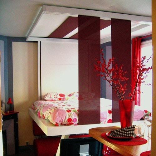 Lit au plafond bedUp Cocoon. lit escamotable plafond suspendu par cable mobilier pratique