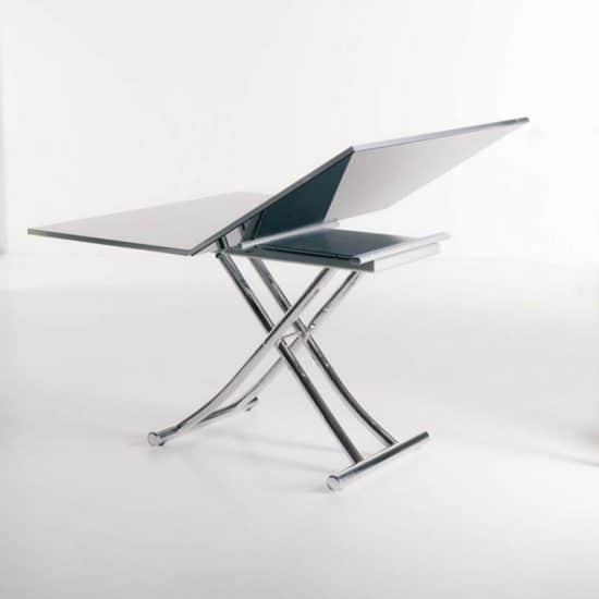 Mobilier gain de place : table relevable, et extensible.