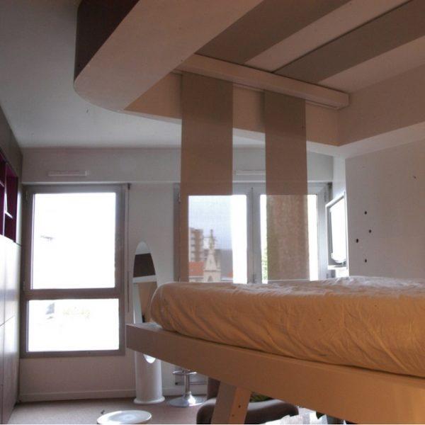Le lit au plafond Cocoon, par Bed Up.